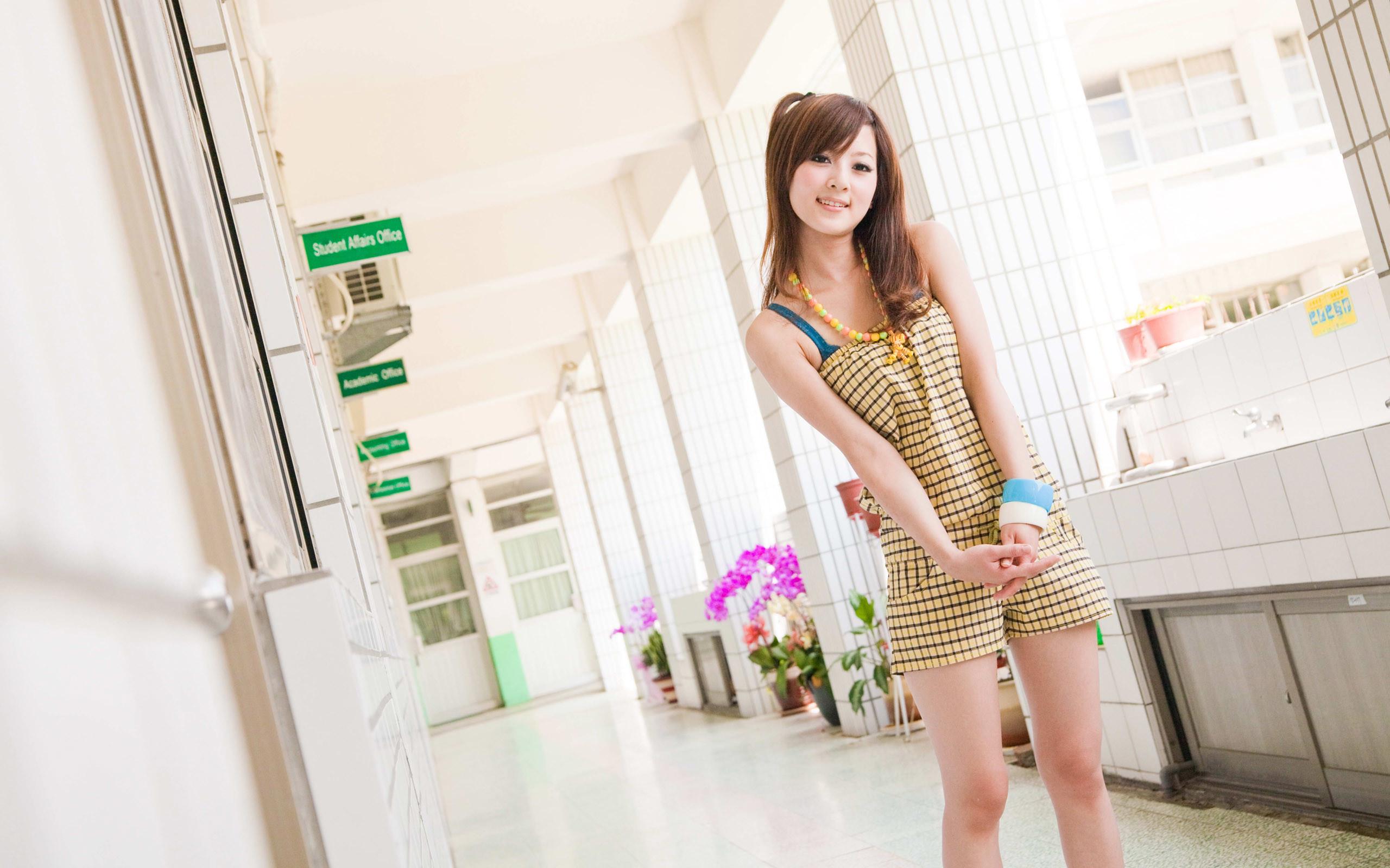 Asian girl screensaver