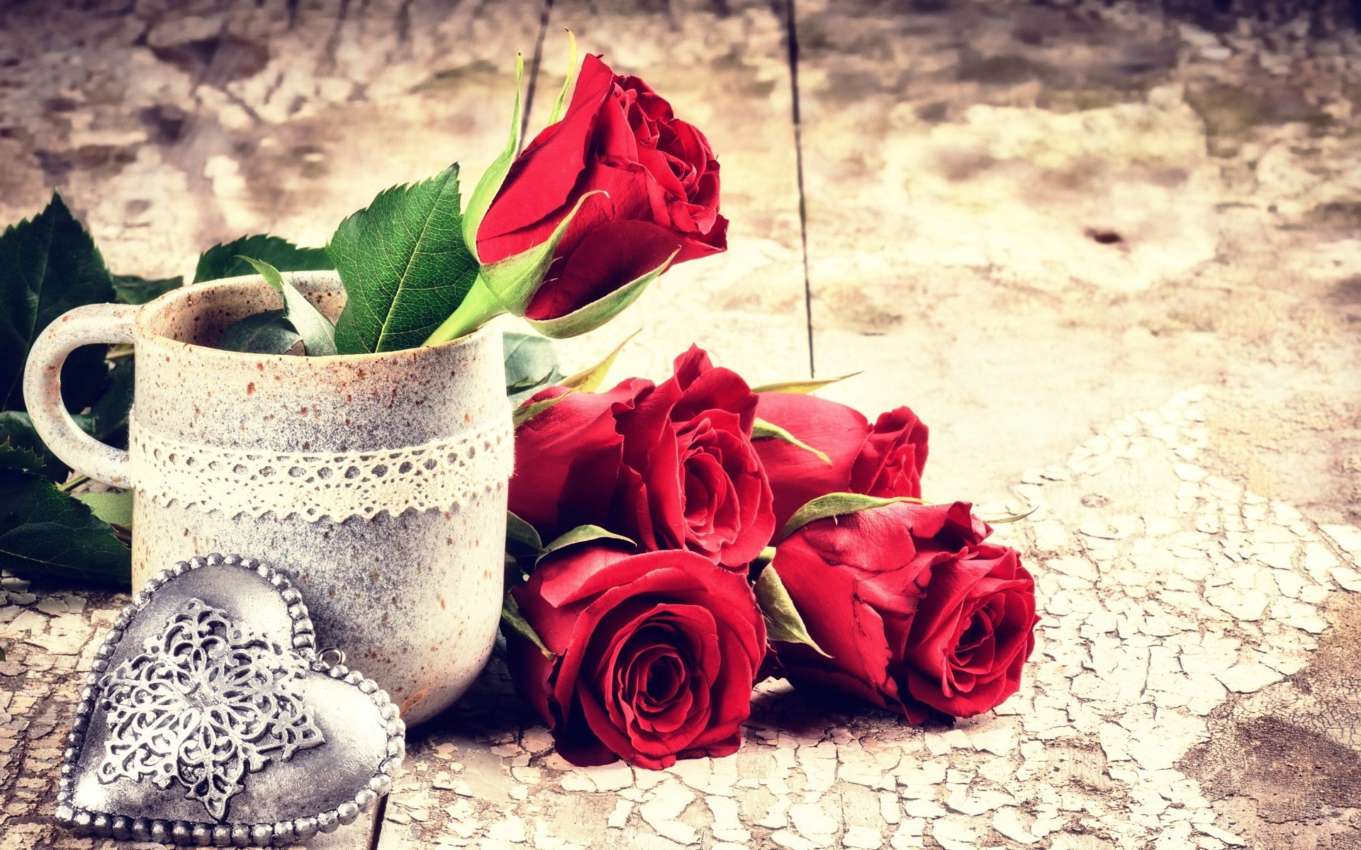 1920x1200 Red rose flowers and metal heart love wallpapers