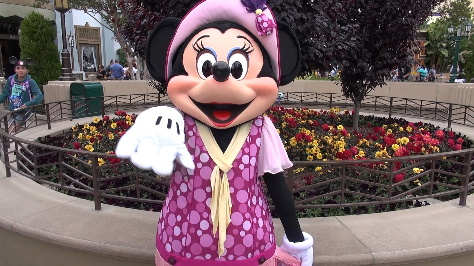 1920x1080 Minnie Mouse Greets Us in a New Costume at Disney California Adventure,  Disneyland Resort 60th