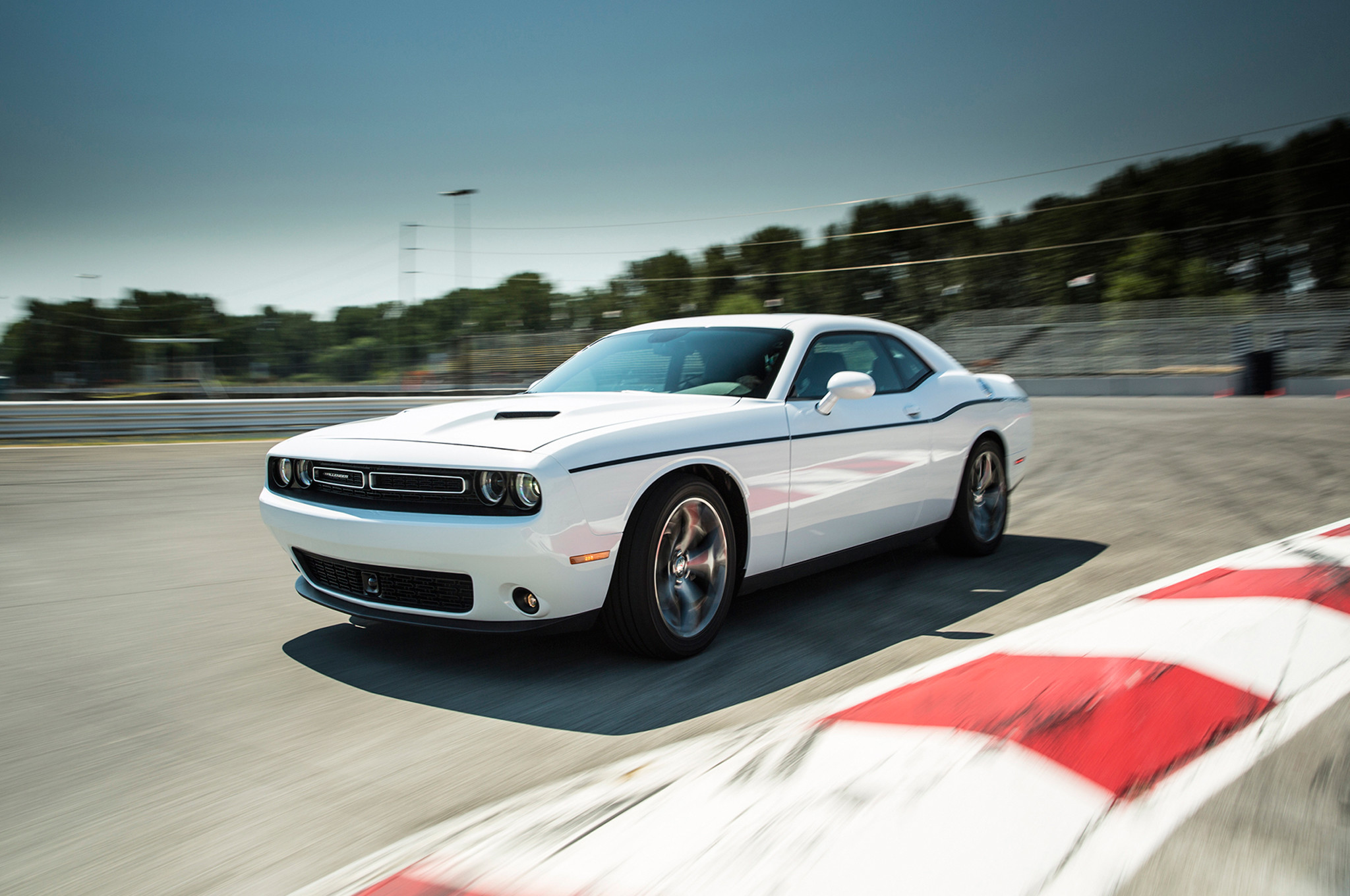 2048x1360 Dodge Challenger White 2015