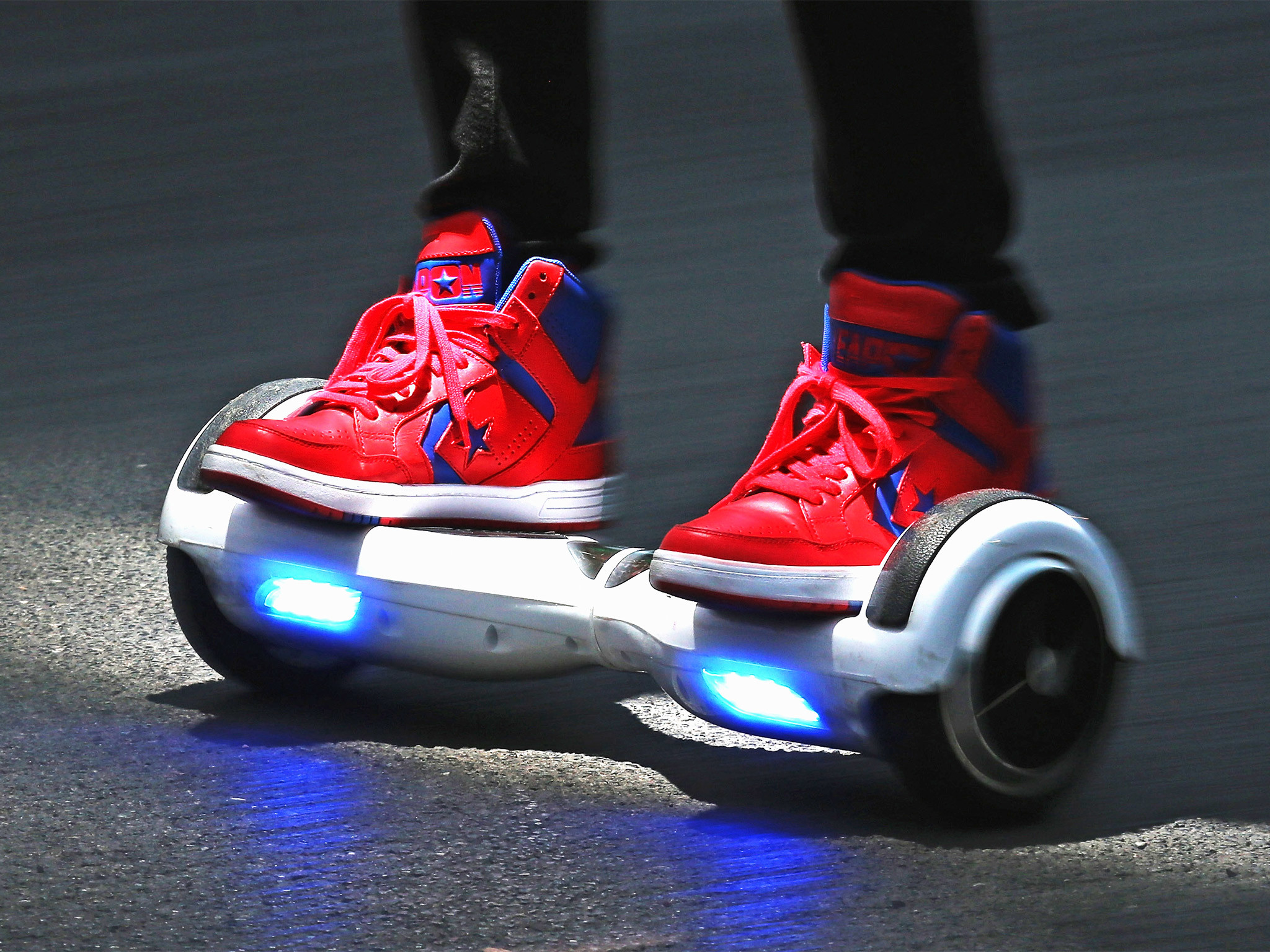 2048x1536 Amazon.com : Razor Hovertrax 2.0 Hoverboard Self-Balancing Smart .