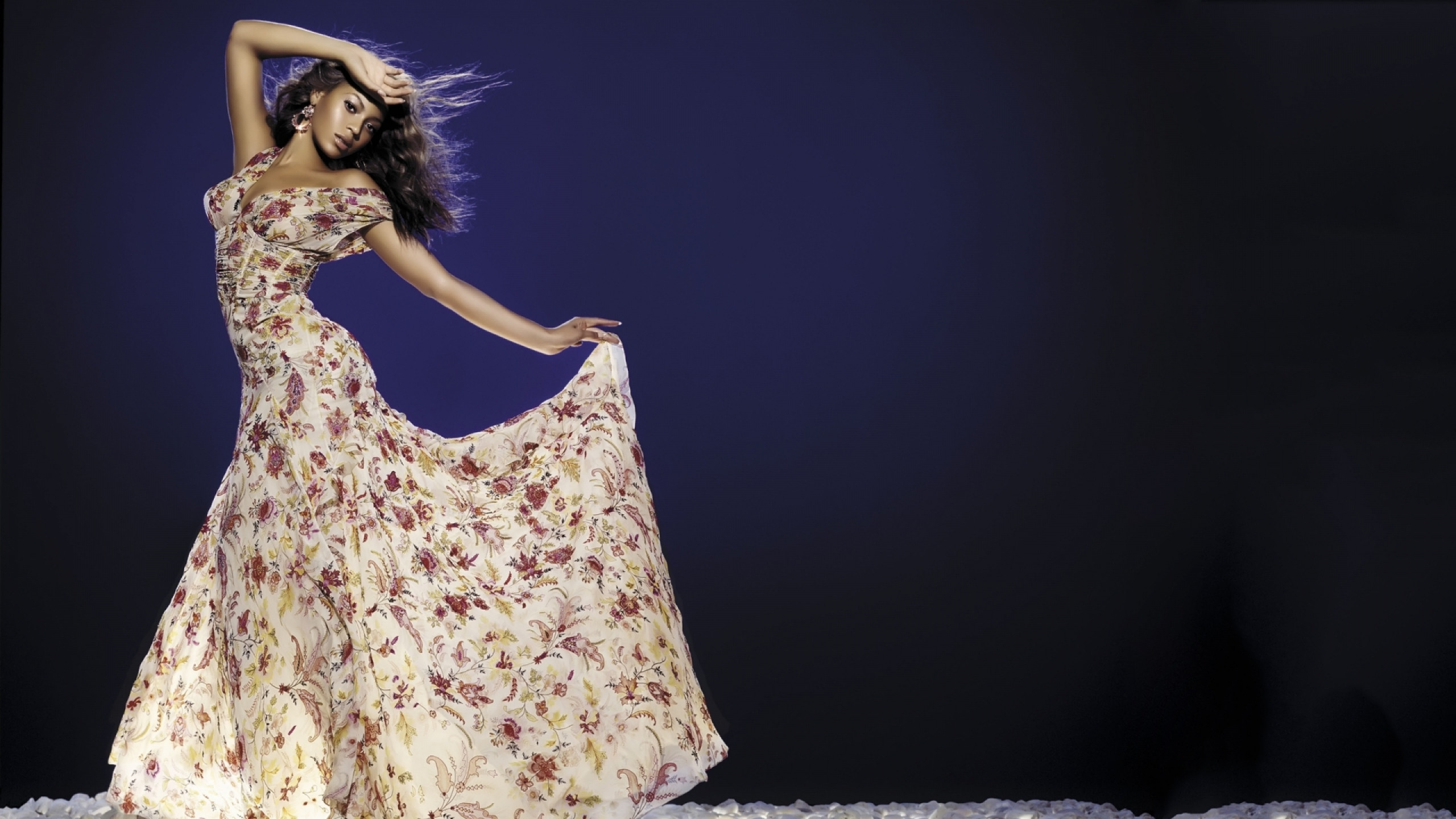2560x1440  Wallpaper beyonce, gypsy, dress, dance, earrings