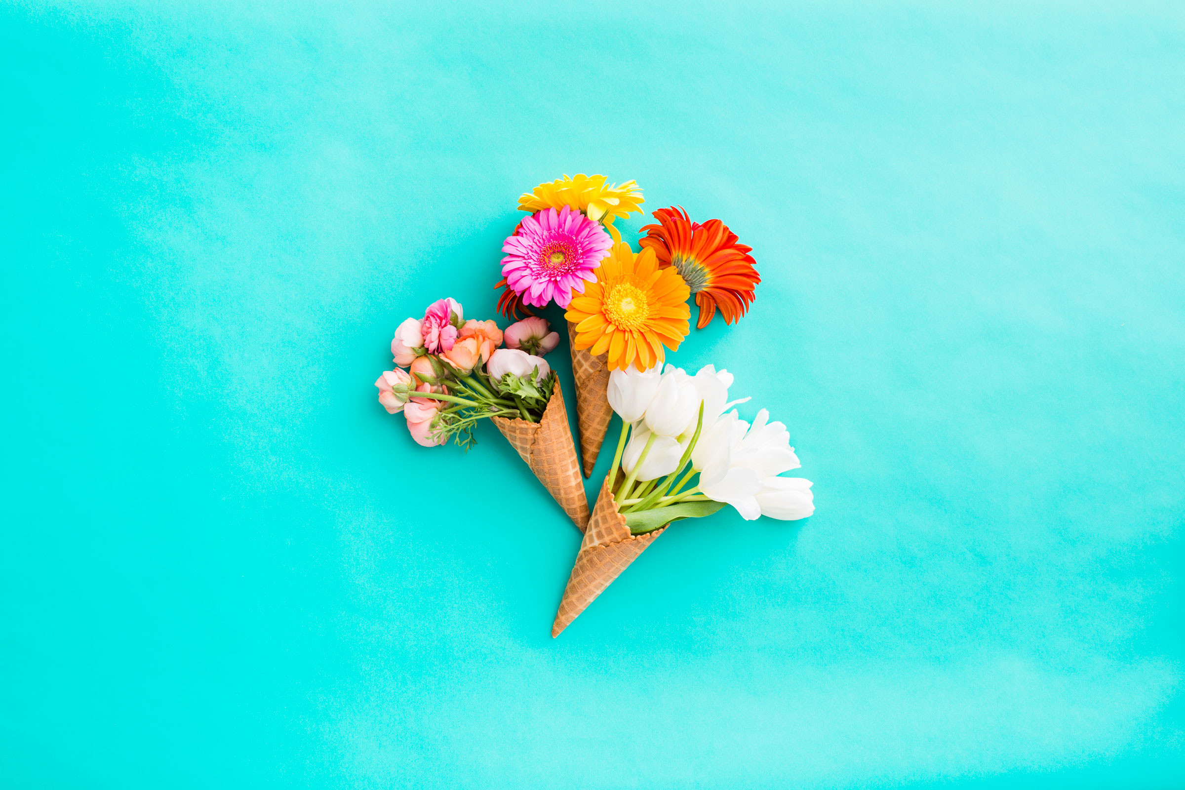 2400x1600 Download Floral Bunch of Ice Cream Cones