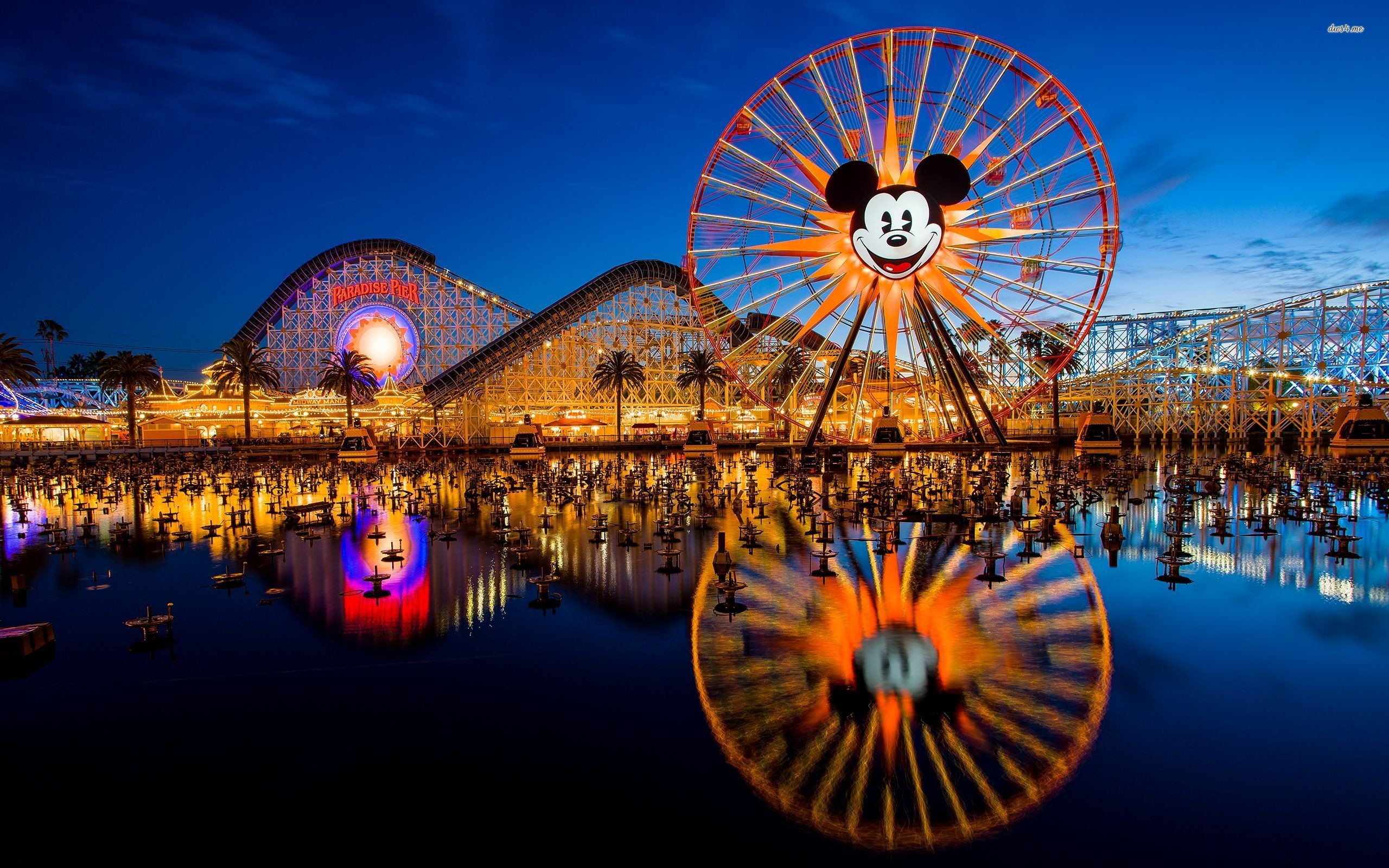 2560x1600 Fall in love with our free set of Disneyland wallpapers