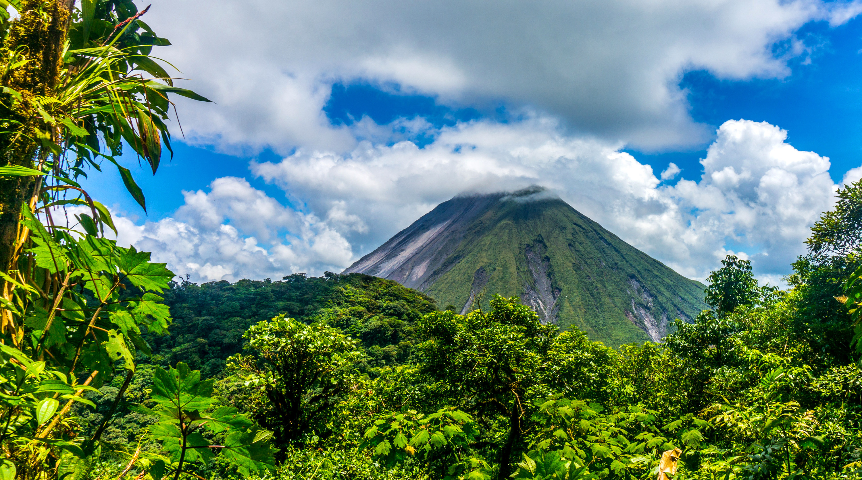 3000x1673 Earth - Volcano Earth Forest Green Tree Cloud El Salvador Wallpaper