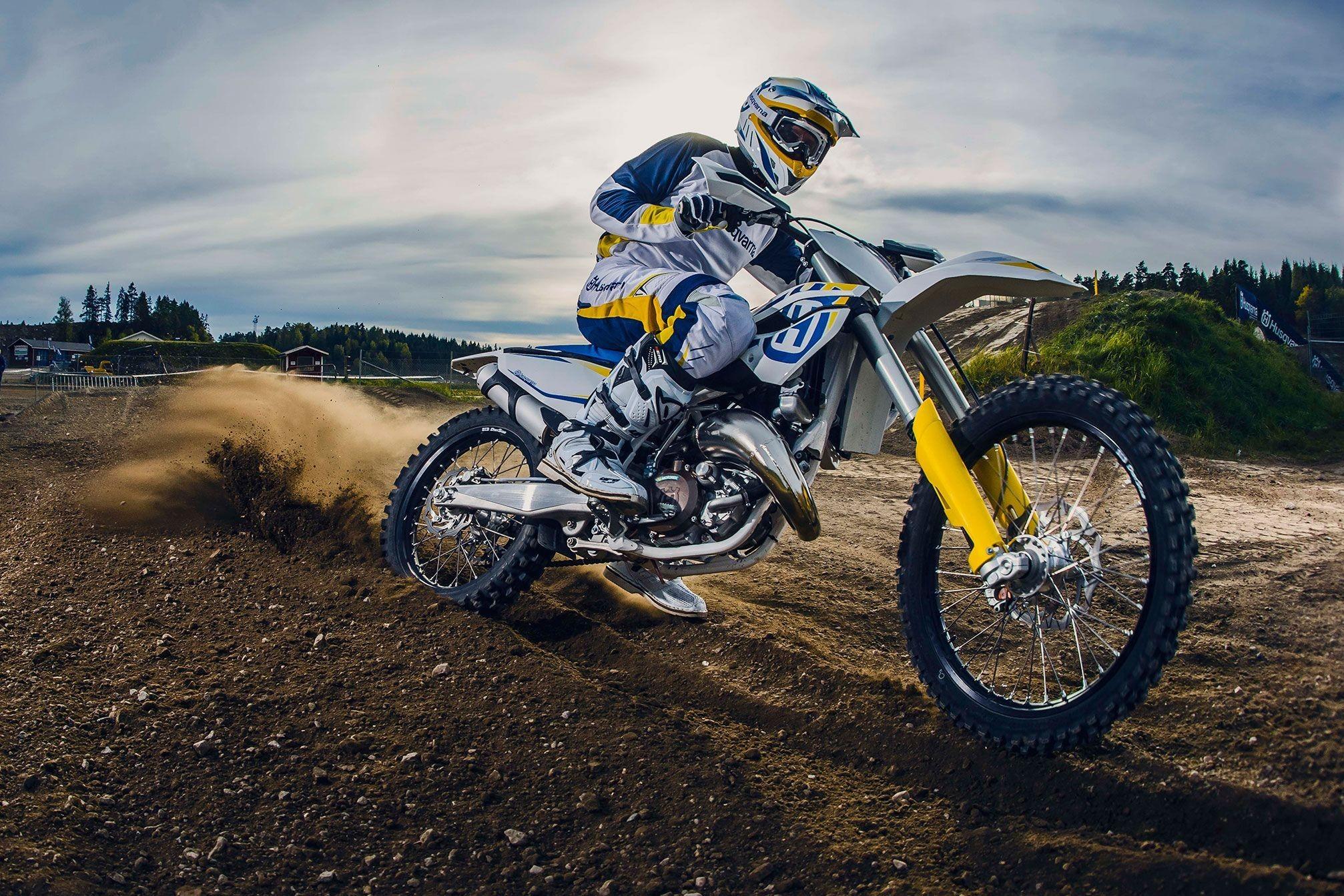 2015x1341 2015 Kawasaki KX250F Motocross Dirtbike Wallpaper