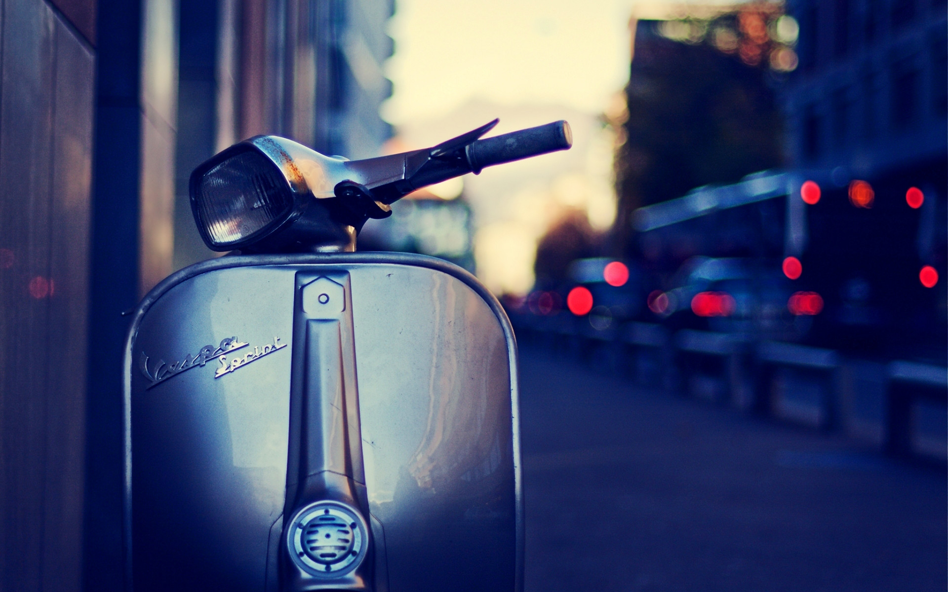 1920x1200 Vespa : Girl Vespa High Definition Wallpaper. . Vespa - Desktophdw.com