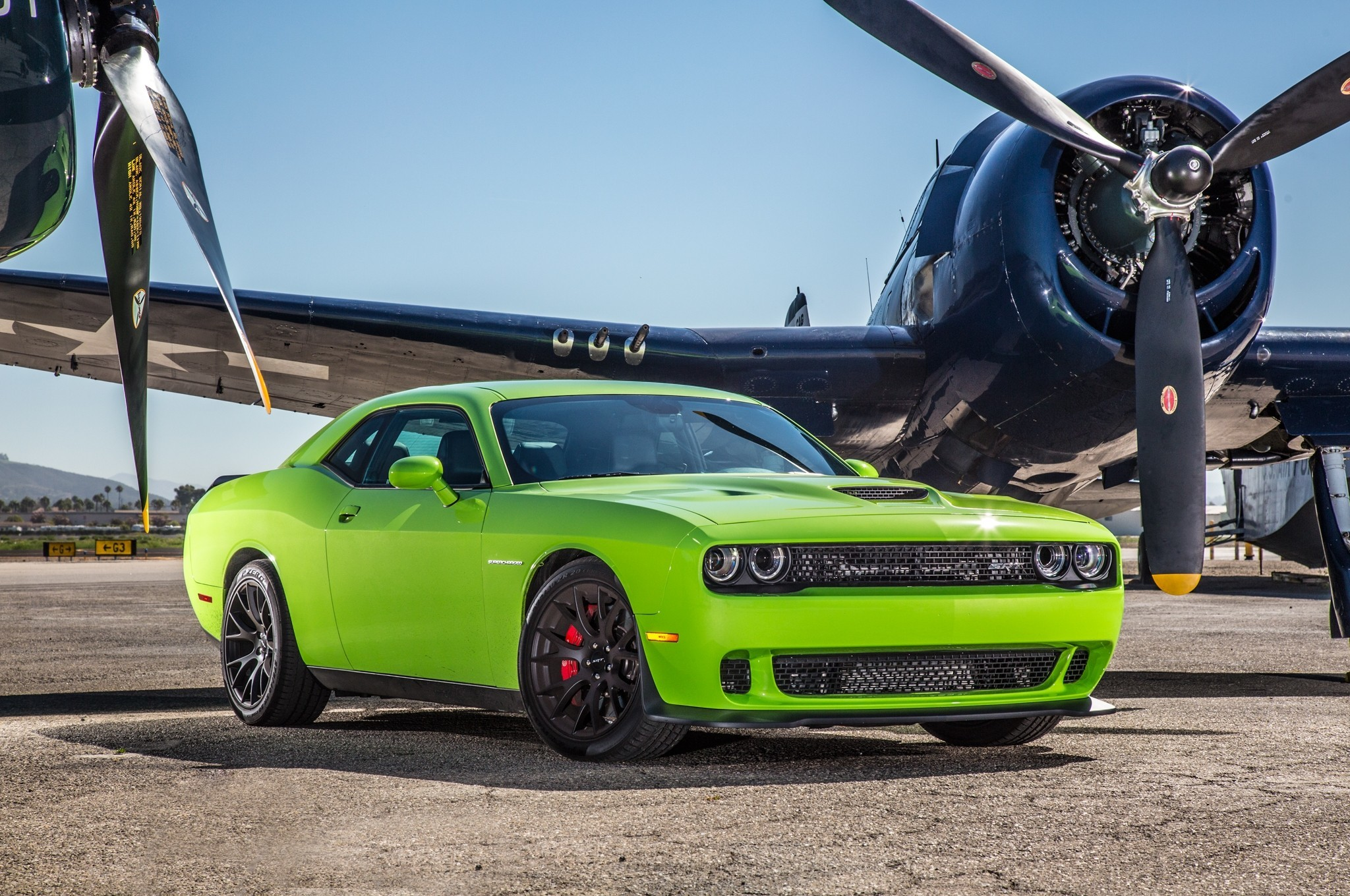 2048x1360 8 2015-Dodge-Challenger-SRT-Hellcat-HD-Wallpapers-1024x680