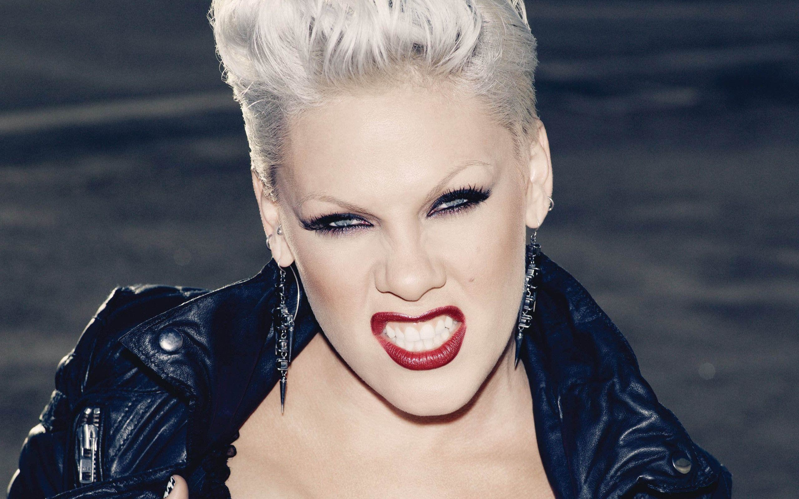 Pink singer wallpaper hd