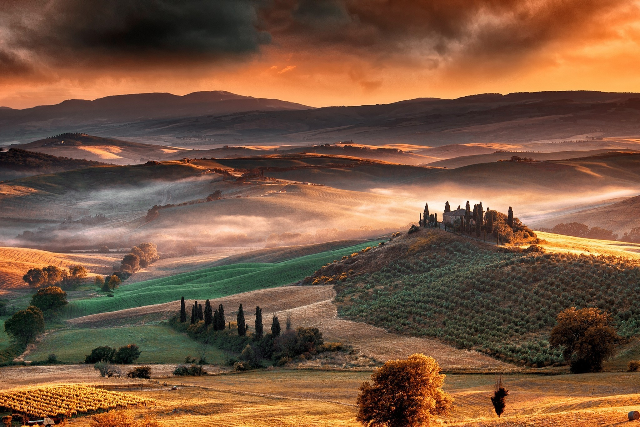 2048x1366 nature, Landscape, Mist, Sunrise, Mountain, Valley, Tuscany, Italy  Wallpapers HD / Desktop and Mobile Backgrounds