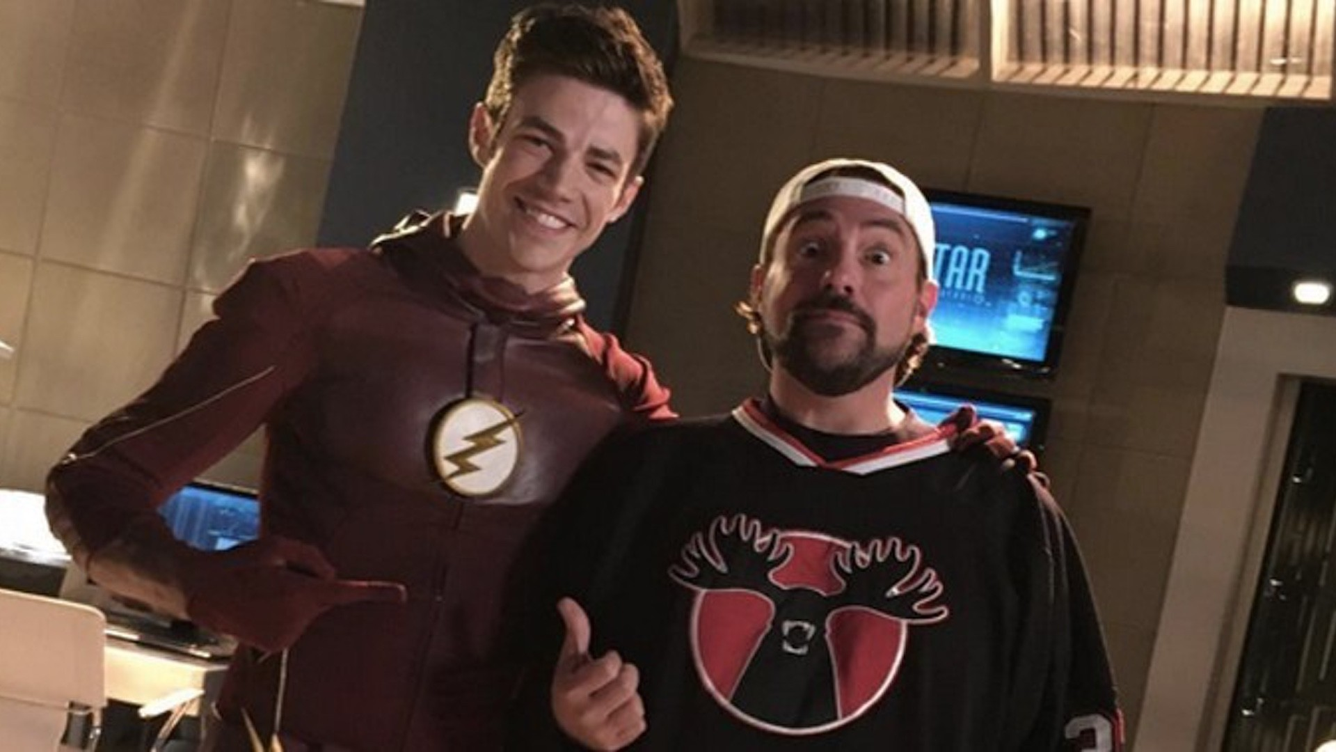 1920x1080 As most of you probably already know, Kevin Smith is currently directing an  episode of The Flash for The CW. This is the first time that Smith has  actually ...