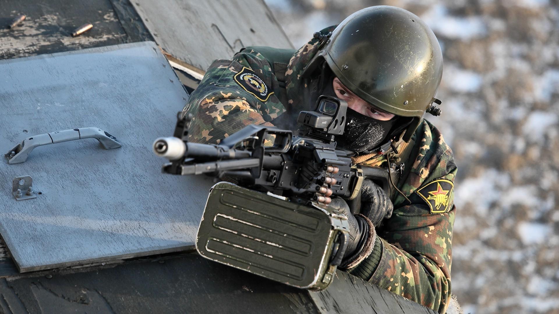 1920x1080 Soldier Men PKP Pecheneg Machine Gun Weapon Spetsnaz Russian