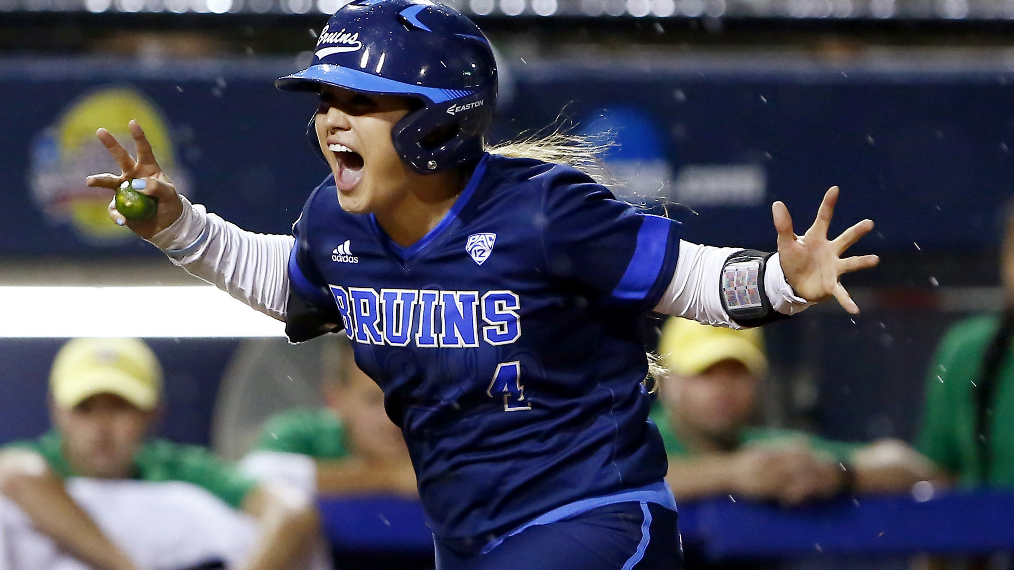 2048x1152 UCLA pounds Oregon, 7-1, in softball College World Series in opener - LA  Times