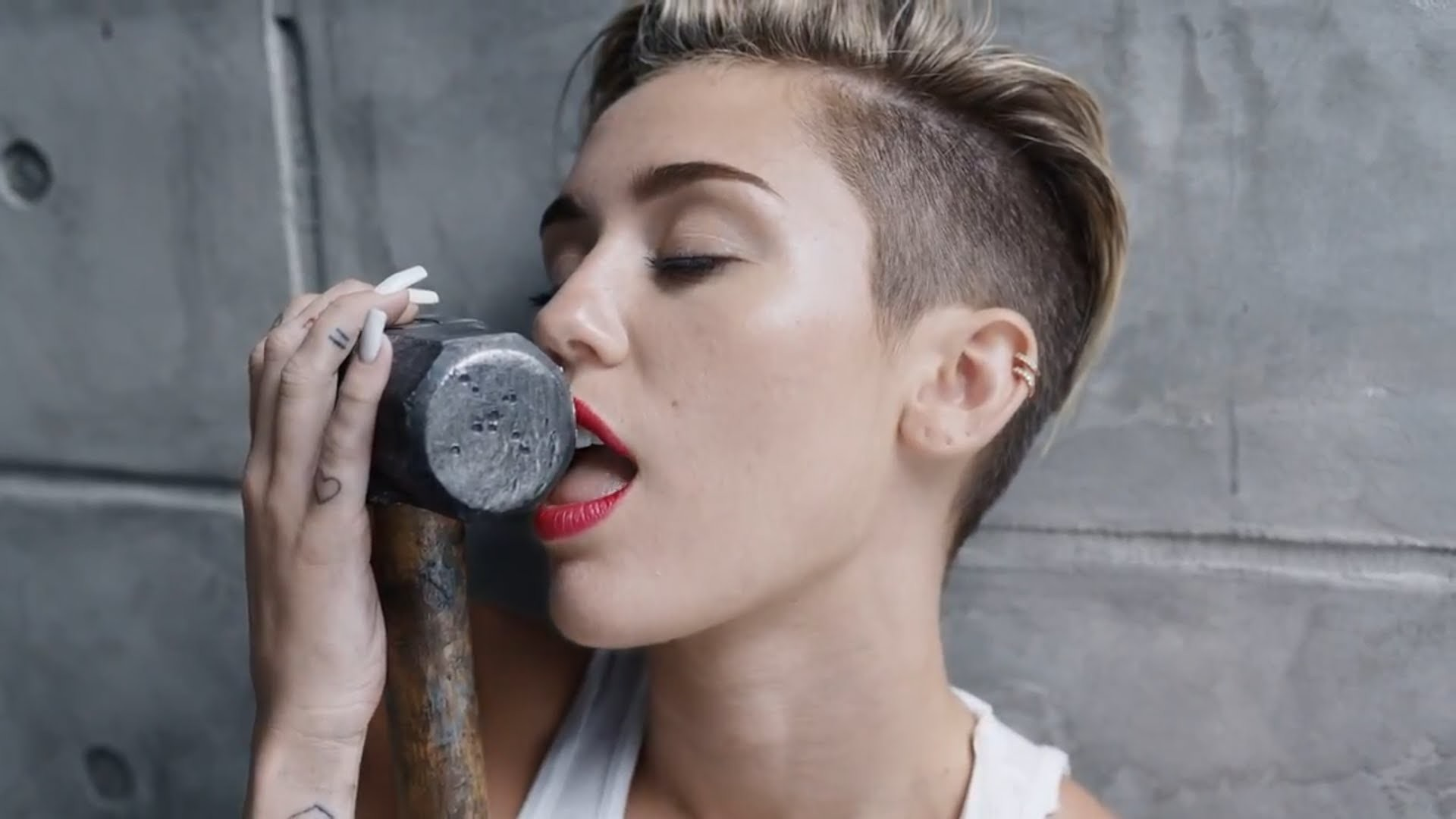 1920x1080 Miley Cyrus Wrecking Ball Tumblr