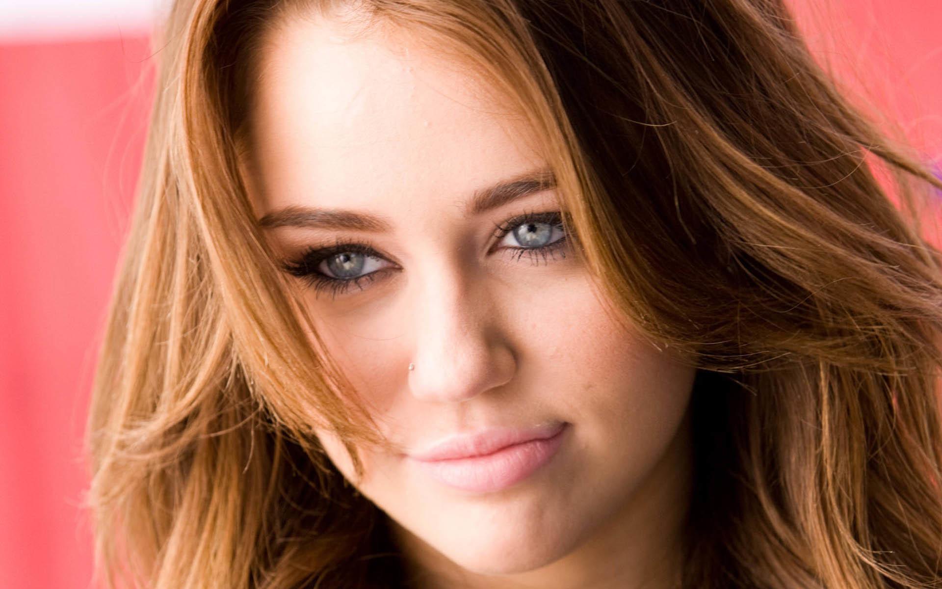Miley cyrus cum face