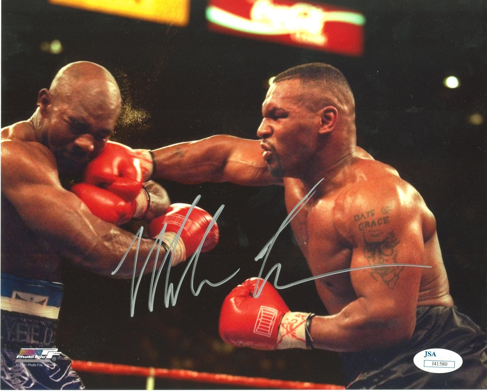 1981x1589 Mike tyson in a middle of the fight