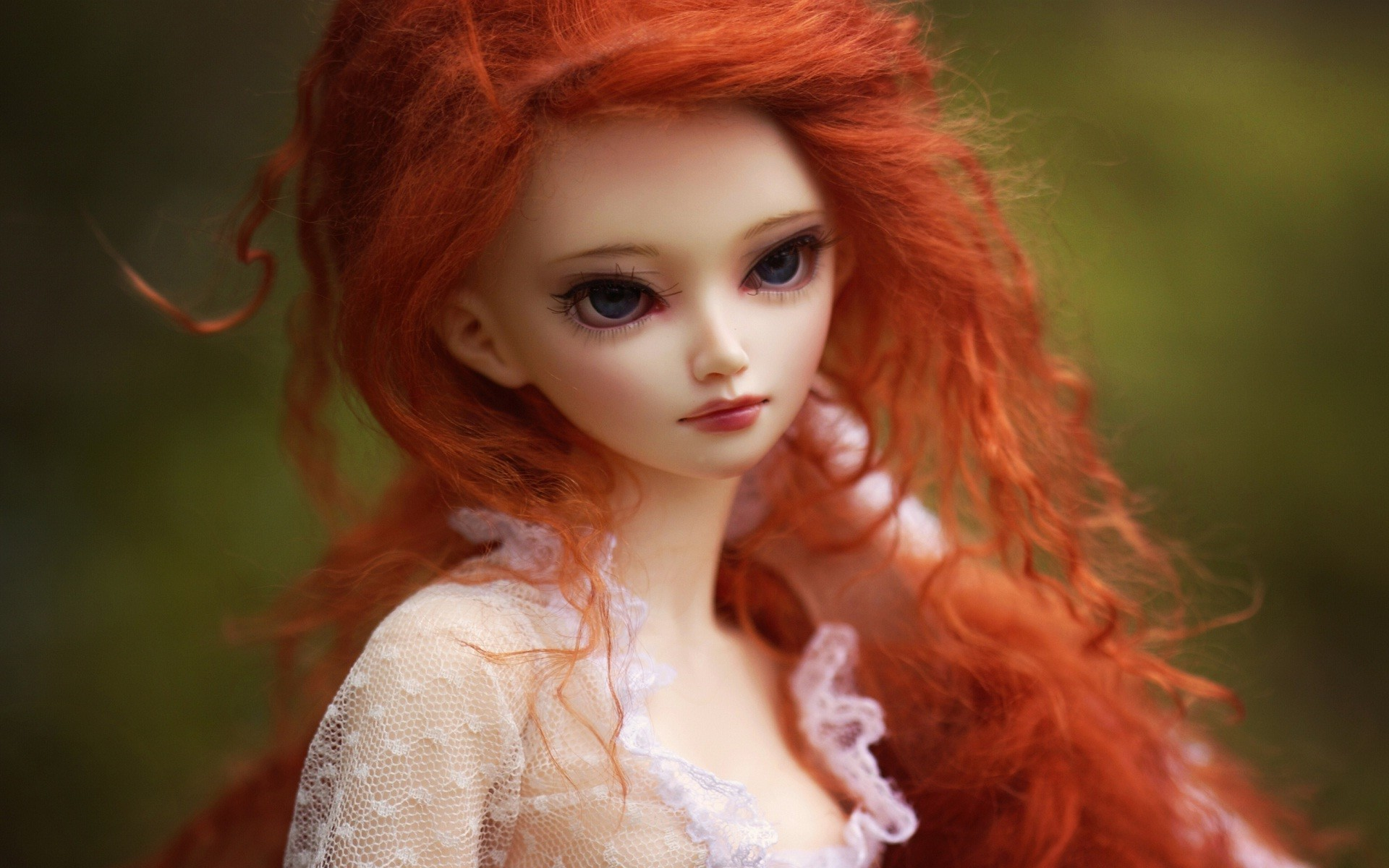 1920x1200 Innocent Doll In red hairs