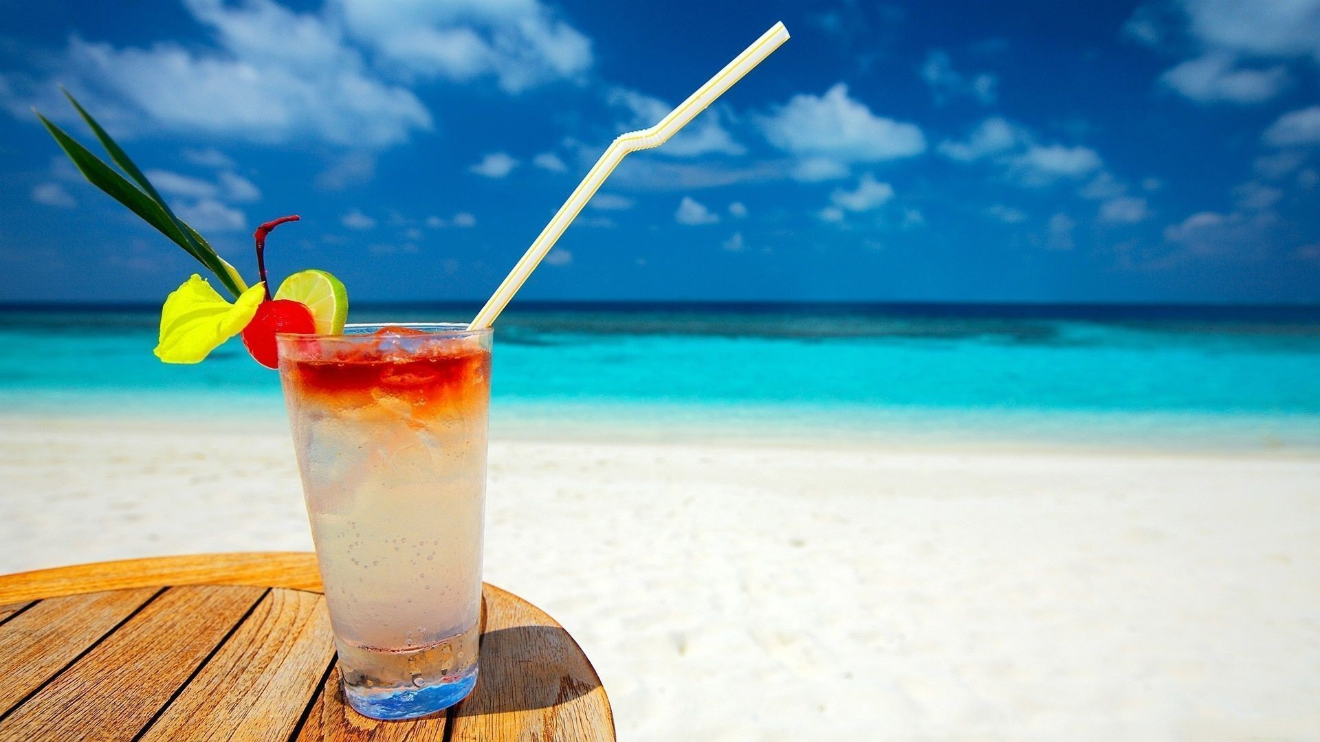 1920x1080 Beautiful Summer Cocktail on the beach HD Wallpaper