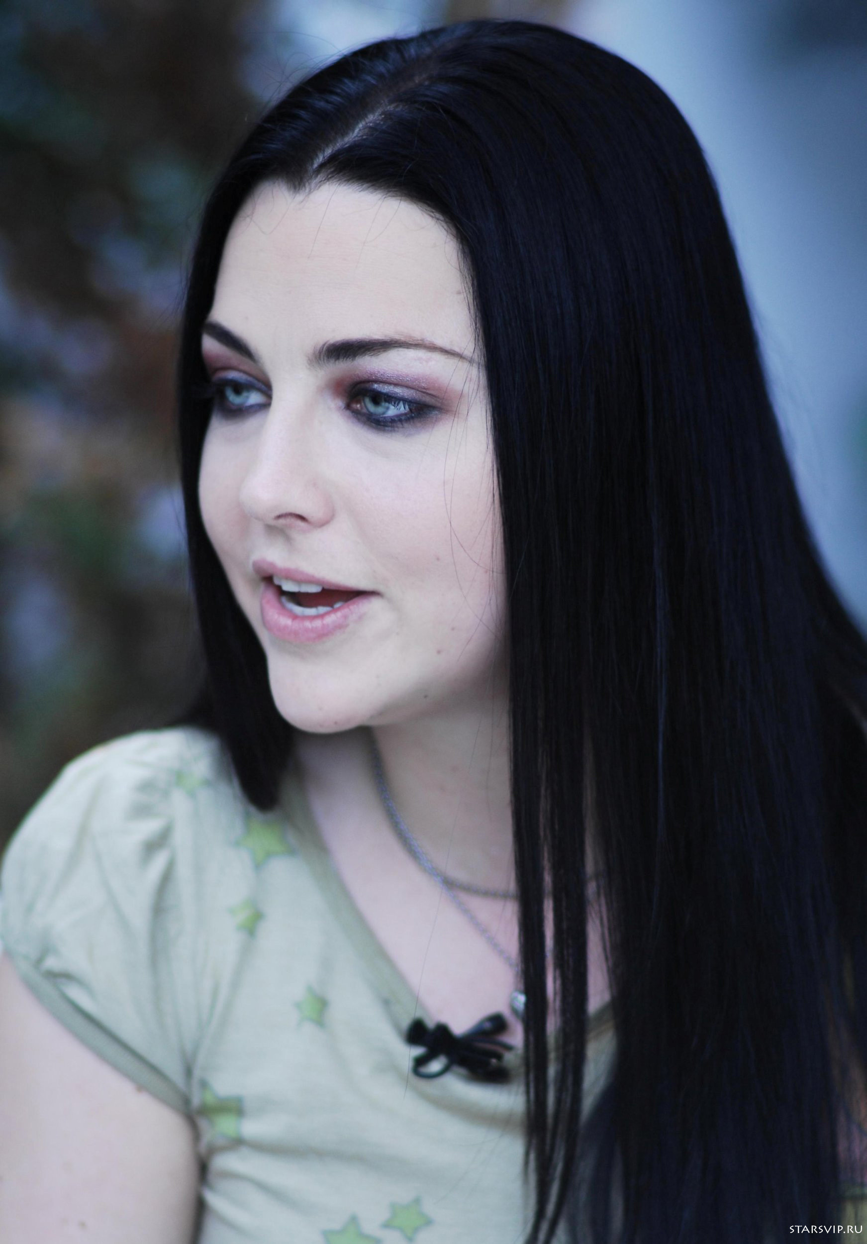 1743x2500 Amy Lee pics #3